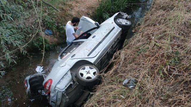 Kontrolden Çıkan Otomobil Dereye Düştü